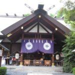 東京大神宮は朝何時から参拝できる?服装のマナーや頻度は?